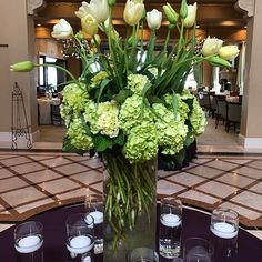 We love flowers that make a statement with movement and texture 🌿 Thanks to our Fort Myers location, @fortmyersflorist for this gorgeous creation!