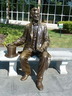 Lincoln statue at the Gettysburg National Military Park Museum and Visitor Center. http://www.destinationgettysburg.com/visitor/member_detail.asp?contact_id=725list=do