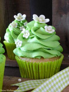 Meine Küchenschlacht: Double Vanilla Cupcakes mit Waldmeister Topping (Baking Desserts Vanilla)