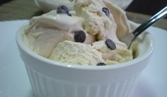 Домашен ванилов #сладолед с шоколадови парченца - Рецепта. Как да приготвим Домашен ванилов сладолед с шоколадови парченца. Кликни тук, за да видиш пълната рецепта.