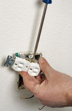 How to Wire an Outlet arrumando tomada
