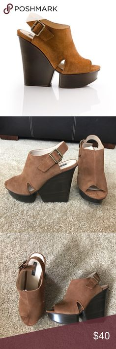 Shoemint platform sandals Style is Isabela by Shoemint. Excellent used condition! No flaws! Leather upper. 5.5 inch heel with 1.25 inch platform. Size 9. Offers are welcome! 15% off of bundles! Shoemint Shoes Sandals