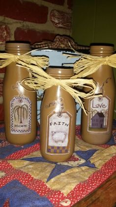 Starbucks mocha Frappuccino bottles painted khaki with wall applique stickers an… – CRAFTEREST Starbucks Bottle Crafts, Starbucks Bottles, Mocha Frappuccino, Frappuccino Bottles, Crafts With Glass Jars, Mason Jar Crafts, Mason Jars, Diy Bottle, Wine Bottle Crafts