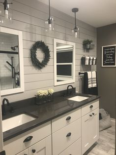 Green bathroom: complete guide to decorate this little corner - Home Fashion Trend Master Bedroom Bathroom, Upstairs Bathrooms, Bathroom Renos, Laundry In Bathroom, Bathroom Renovations, Home Remodeling, Bathroom Ideas, Bathroom Vanities, Bathroom Remodelling