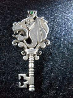 Lion Head silver key    ..rh