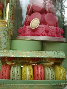 *Prays* I hope my sister can get me these special macarons from Laduree Paris! I've always wanted to try these :'c
