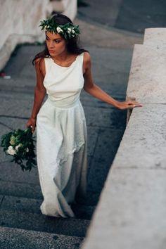 Crédits photos : Pierre Atelier http://www.pierreatelier.com/ Inspiration mariage Naturel chic à Paris. Robe de mariée Laure B Gady / Bouquet de mariée et couronne de fleurs Girls&Roses Paris