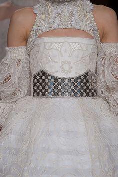 Alexander McQueen Fall 2013 Ready-to-Wear Detail Couture Fashion, Runway Fashion, High Fashion, Fashion Show, Paris Fashion, Vogue Fashion, Fashion Art, Alexander Mcqueen, Couture Details