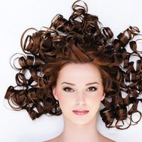This is how you curl your hair with a Flat Iron