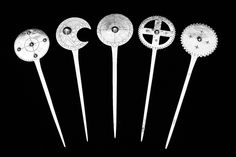 Serie de Tupu, aguja del ropaje, construidos en Plata Alemana y técnica de herrería a partir de cucharas Alemanas modelo Stapen.