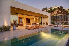 Modern Pool Designs and 3 Things Every Pool Owner Should Know – My Life Spot Moderne Pools, Los Angeles Homes, Pool Designs, Luxury Real Estate, Exterior Design, Modern Architecture, Luxury Homes, Luxurious Homes, Beautiful Homes