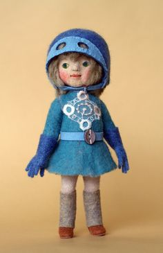Standing girl doll.  And making clothes in the technique of felt cloth, point is based on detachable finished with wet and hat.
