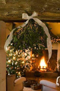 Rustic Christmas Mistletoe | Image via skonahem.com