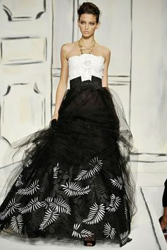Oscar de la Renta black and white gown.