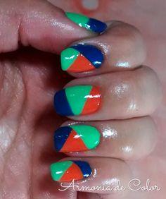 Color Block nails http://armoniadecolor.com/unas-color-block/