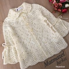 Our mademoiselle card is already over.I can now share it due to the intensity but. Baby Knitting Patterns, Baby Patterns, Girls Sweaters, Baby Sweaters, Crochet Baby Jacket, Baby Coat, Paisley Print Dress, Hello Ladies, Baby Cardigan