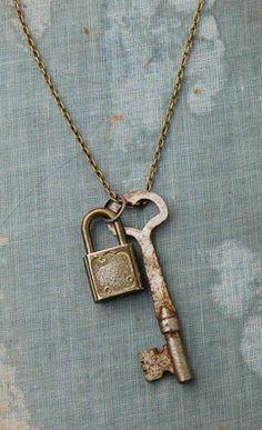 New jewerly necklace vintage skeleton keys ideas Punk Jewelry, Diy Jewelry, Jewelery, Jewelry Design, Jewelry Making, Antique Keys, Vintage Keys, Vintage Jewelry, Skeleton Key Jewelry