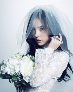 Ve quyen ru cua vo sap cuoi Taeyang (Big Bang) hinh anh 5 Bridal Shoot, Wedding Shoot, Wedding Veils, Wedding Bride, Dream Wedding, Korean Wedding Photography, Groom Poses, Designer Wedding Dresses, Wedding Portraits