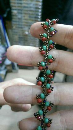 Kolye Handmade Bracelets, Bangle Bracelets, Handmade Jewelry, Beaded Necklace Patterns, Bracelet Patterns, Seed Bead Necklace, Jewelry Making Tutorials, Bracelet Tutorial, Beads And Wire