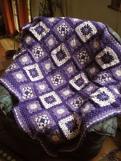 Fantaisie Florale blanket. Pattern from the book 200 Crochet Blocks by Jan Eaton.