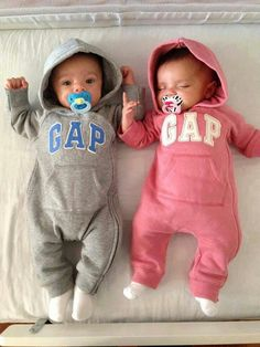 Unisex baby names can be given to either boys or girl and are increasingly popular. Check the list of the best top 25 unisex baby names! So Cute Baby, Cute Baby Twins, Twin Baby Boys, Boy Girl Twins, Cute Baby Pictures, Baby Kind, Black Twin Babies, Baby Baby, Boy Girl Twin Names