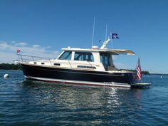 Sabre Yachts 42 Express with automated shade