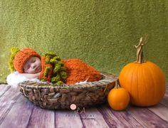 Baby Pumpkin Hat & Cocoon Photo Prop Set. Autumn Fall Baby Crochet Snuggle Sack Set. de KirstsKorner en Etsy https://www.etsy.com/es/listing/197853444/baby-pumpkin-hat-cocoon-photo-prop-set