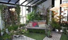 Decoración de jardín interior en el País de las Maravillas