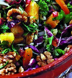 Salat med grønkål og appelsin | dette er hvad jeg spiser frisk inkøbt vi skal spise sundt hver dag ! som slik spiser jeg tørret mango og papaya . Clean Recipes, Wine Recipes, Salad Recipes, Food N, Food And Drink, Tapas, Clean Eating, Healthy Eating, Vegetarian Recipes