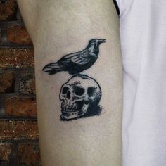 #Tatuagem por @ToniSkink, São Paulo, Brasil. Para ter uma #tattoo como essa, ligue 55 11 4562 9000, WhatsApp 11 96886 6623 ou escreva para skinktoni@gmail.com - Siga também @SkinkTattooSP #TattooBR #TattooBrasil #TattooSP #TattooZN #TattooJardins #BlackWork #Ink #Inked #Tattooed #skulltattoo #caveiratattoo #crowtattoo