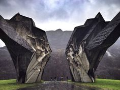 These structures were commissioned by former Yugoslavian president Josip Broz Tito in the 1960s and 70s to commemorate sites where WWII battles took place (like Tjentište, Kozara and Kadinjača), or where concentration camps stood (like Jasenovac and Niš).