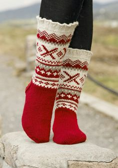 Denver - Knitted socks for men with Nordic pattern and flounce, in DROPS Karisma. Sizes 35 to - Free pattern by DROPS Design Crochet Socks, Knitting Socks, Knit Crochet, Knitting Needles, Knitting Patterns Free, Free Knitting, Free Pattern, Crochet Patterns, Knitted Christmas Stockings