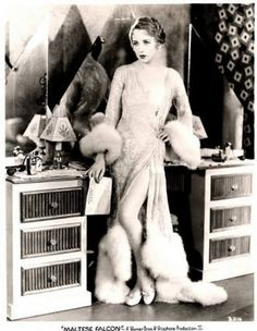 Love Your Place: Vintage Vanities & Old Hollywood Glamour - Bebe Daniels Vintage Hollywood, Old Hollywood Glamour, Golden Age Of Hollywood, Hollywood Stars, Classic Hollywood, Old Hollywood Vanity, Hollywood Bedroom, Hollywood Gowns, Hollywood Fashion