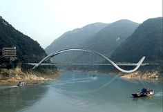 A dragon inspired bridge in China. Does it work?
