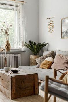 Top Home Design 98 Beautiful Bohemian Living Room Decor Ideas 25 Bohemian Living, Boho Living Room, Cozy Living Rooms, Living Room Interior, Living Room Decor, Bohemian Style, Bohemian Decor, Modern Bohemian, Living Room Yellow