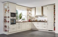 L-shaped country kitchen in creamy white with wooden worktop - Best Interior Design Ideas Kitchen Pantry Design, Kitchen Cabinets Decor, Kitchen Layout, Home Decor Kitchen, Rustic Kitchen, Interior Design Kitchen, Country Kitchen, Kitchen Furniture, Home Kitchens