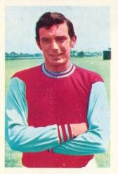 West Ham United F. View the 'The Wonderful World of Soccer Stars' picture stamp album - Harry Redknapp, Bobby Moore and many more. Trevor Brooking, Harry Redknapp, Bobby Moore, West Ham United Fc, Soccer Stars, Soccer World, Football Team, Wonders Of The World, Baseball Cards