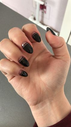 french nails with rhinestones White Flowers - Care - Skin care , beauty ideas and skin care tips Black Nails Short, Short French Nails, Black French Nails, French Tip Nails, Fall Almond Nails, Black Almond Nails, Short Almond Nails, Almond Nails Designs, Black Nail Designs