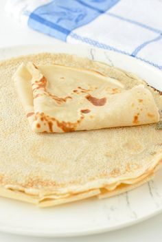 Vegan crepes are easy sweet french crepes 100 % eggless and dairy free. #crepes #vegan #easy #sweet #healthy #dairyfree #eggless