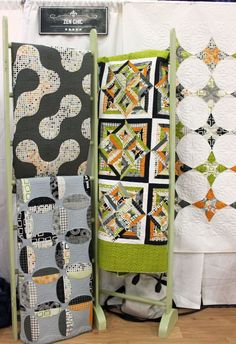 Moda booth by Zen Chic - Fall Quilt Market 2014 photo by Christa Watson… Quilting Tips, Quilting Projects, Quilting Designs, Fall Quilts, Blue Quilts, Snowball Quilts, Quilt Ladder, Quilt Display, Scrappy Quilts