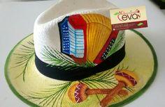 Painted Hats, Hand Painted, Santa Marta, Diy Hat, Travel Wardrobe, Beret, Caps Hats, Folk Art, Mosaic