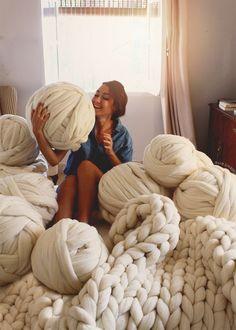 SusiMiu | Lana Súper Chunky XXL De Oveja Merino . Cómo tejerla con las manos y brazos. Tutorial para Manta de 1,50 m de ancho