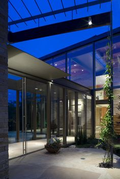 The AIA, Dallas Chapter, Selects Graham Greene/Oglesby Green Architects-Designed Modern Home for AIA Modern Home Tour Party