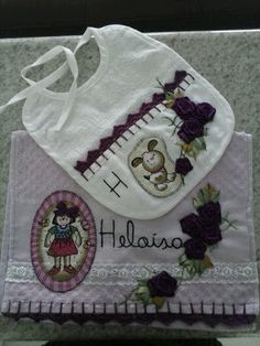 LOY HANDCRAFTS, TOWELS EMBROYDERED WITH SATIN RIBBON ROSES: TOALHA PARA BEBÊ E BABADOR