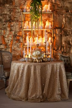 Definitley want gold table cloths close to this! Looks so pretty!!!