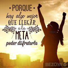 Porque hay algo mejor que llegar a la meta: poder disfrutarla. #bezoya, deporte, deportista, chica, girl, disfrutar, conseguir, frases, frases motivadoras, frases inspiradoras, motivación, inspiración, positividad, optimismo