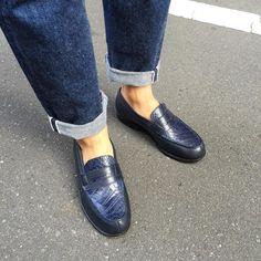 J.M.Weston 180 loafers もうつのに履き替えて渋谷へ俺たちの国芳 わたしの国貞を見に行ってきました 猫又根付のためにガチャガチャを2000円も回すという #jmweston #jmweston180 #resolute #loafers #dapper #styleforum #dapperstyle #alligator #shoeshine #shoegazing by yuyaivy