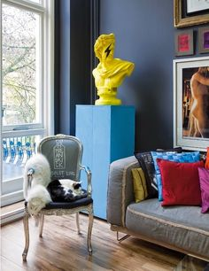 Artistic Chic Style - two loft apartments from Paris and London. Interior designs from the archive of Elle Decor - Modern Interior and Decor Ideas Pop Art Decor, Casa Retro, Eclectic Decor, Modern Decor, Modern Art, Modern Interior Design, Interior Inspiration, Home Remodeling, Bedroom Decor