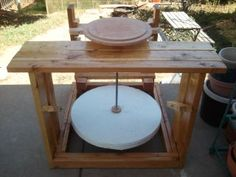 DIY wooden Potters Kick Wheel: 4 Steps Source by Pottery Wheel Diy, Pottery Kiln, Pottery Store, Pottery Tools, Pottery Making, Ceramic Pottery, Pottery Ideas, Pottery Plates, Pottery Vase
