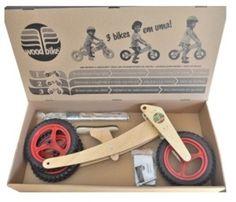 Ótima ideia de presente de primeiro aniversario: uma bicicleta sustentável que cresce com a criança, dos 18 meses aos cinco anos (ou até os 25kg). A Woodbike é fabricada no Brasil, em madeira lamin... Wooden Scooter, Wood Bike, Kids Ride On, Kids Bike, Wooden Gears, Push Bikes, Cnc Wood, Balance Bike, Wood Toys